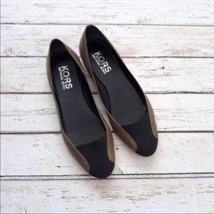 KORS Michael Kors Black Taupe Leather Flats Size 7